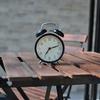 スマホの目覚まし時計は2つ以上用意しないと起きられない話【スヌーズを無視してしまう原因かも】