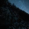 【天体撮影記 第81夜】 長野県 白川氷柱群の上に瞬く冬の星空を