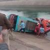 インド中部のマディヤプラデシュ州でバスが運河に転落事故47人が死亡!定員オーバー