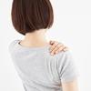 肩甲骨のコリが辛い!原因は身近なものかも!?簡単ストレッチで予防しましょう
