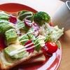 ごろごろアボカドとサラミのマヨチーズトースト【食パンレシピ】