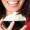 """Người ta cứ bảo """"dễ như ăn cơm"""", nhưng nếu bà bầu không biết cách ăn cơm đúng cách thì sẽ có nhiều NGUY CƠ đấy!"""