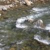 川の流れる音