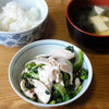 今日の食べ物 朝食に蒸し鶏と菜の花