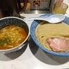 新宿の「つけ麺一燈」で伊勢海老つけ麺中盛りを頼んだ感想。魚介類苦手だけどエビ出汁の旨味と甘味でスルスル麺を飲み込んでしまった!