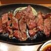 やよい軒のアンガスステーキ定食 ¥1,580 は、甘辛いたれの味が強いです。