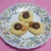 嫁手作りのナッツの入ったチョコレートクッキー より。