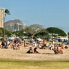 ロコピーポーで超満な土曜日のアラモアナビーチ