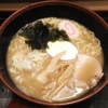 私の憩いの場である「富士そば」で食べたソバじゃなくてラーメン「煮干しラーメン450円」の話
