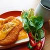 チェダーチーズとカニクリームコロッケトースト【食パンアレンジレシピ】