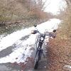 バイクで雪道を走る