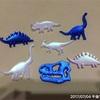 エアーブラシで恐竜バッチ