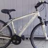 パンクしないクロスバイク中古自転車16,000円|配達無料名古屋近郊|チャリタ