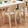 【かもめ食堂のインテリア】北欧ブランドArtek(アルテック)のテーブルとチェア。