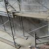 高速道路の耐震補強工事現場、打ち継ぎの色むら調整塗装