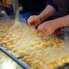 大阪のソウルフード「たこ焼き」、オススメは「出汁」や「塩」で美味い店。