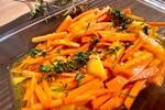 【秋が旬の副菜】キャロットラペアレンジ「柿と人参の黒酢マリネ」