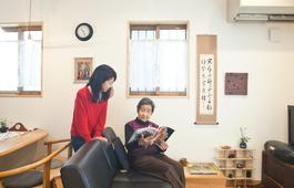 高齢のお母さまも安心して暮らせる、自然素材と漆喰壁のマイホーム