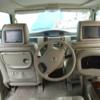 後部座席で運転できるユニーク自動車
