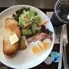 土日断食していたので、軽くトーストセットから食べ始める。 (@ アーバングローブカフェ in 豊島区, 東京都)