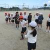 1年生:体育 8の字跳びの練習
