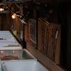 魚屋さんで光のグラデーション