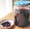 黒酢と黒豆で作った「酢大豆」はワインレッドの輝き。