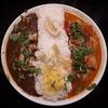 【辛口飯屋森元】西天満のビーフ、チキンにエビやパプリカなど多彩なカレーをいただく。