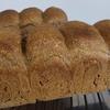 国産小麦とホシノ天然酵母でバゲットヌーボー入りの生地にトウモロコシを入れたパン作りの方法です。