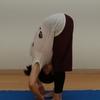 前屈の前に、身体の外側の力を抜こう(パーダーングシュタ・アーサナとパーダ・ハスタ・アーサナ)