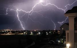 雷サージから電子機器を守る!雷ガードがついた電源タップのおすすめ商品