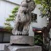 開口神社(前編) 手の甲に珠を乗せてる狛犬