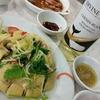 香港地元飯、ダイパイトン、熟食中心:鹵水盛り合わせ、覇王鶏(蒸し鶏)と干焼伊麺(ホンハム街市、文記かな)