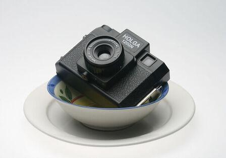 フリマアプリやオークションで売れる「商品写真」を撮るコツは? 100均グッズで自作撮影ブースも