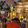 ドンムアン空港の前のお寺に行って、お祈りをしてきた。
