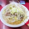 【今週のラーメン820】 ラーメン二郎 ひばりが丘駅前店 (東京・ひばりが丘) 小ラーメン、ニンニク