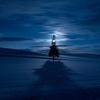 極寒の美瑛の夜に 三日月とクリスマスツリーの木・青い池と星空【1月12日撮影】