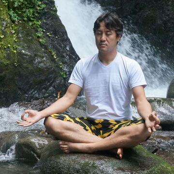 瞑想ってほんとに効果があるの? ヨッピーが「それどこ大賞」のために入門書を買ってあっちこっちで試してみた
