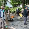 明寿会の皆様による参道清掃奉仕