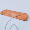 雪板兼子供用のソリをDIY。持ち運びしやすく、大人も子供も楽しめます。