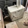 実家の母の家の「風呂桶」から水の排水が悪く、コンクリートの隙間から土間へと水が漏れてくる件