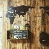 壁紙DIYで賃貸の壁を木目にリメイク!ニトリの世界地図ウォールステッカーで更に男前にする!