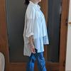 透けるオーバーサイズシャツが春のトレンド|きちんと感はNGでラフ&ボーイッシュにコーデ
