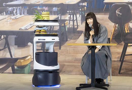料理を運んでくれるロボットが登場。配膳?運搬ロボット「Servi」をソフトバンクロボティクスが発表