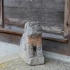 那谷寺境内にある若宮白山神社「金刀比羅社」の小さな狛犬を撮る