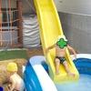 子供が遊べる庭づくり。ウッドデッキのすべり台からウォータースライダー!