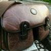 中古で購入。大人なメンズに最適な「ハンティングワールド」バチューのショルダーバッグ。
