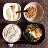 すき焼き煮、小粒納豆、バナナヨーグルト。