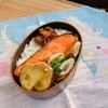 焼き鮭で地味弁 お餅を水餅で保存