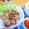 【今日の食卓】ポピアトード(揚げ春巻き)。生春巻きの方が多くて久々。タイ人が大好きなクリスピー食感(サクサク、カリカリ)が美味。定番メーパノムのスイートチリソースをかけて。 Popia tod - fried spring roll with sweet cilhili source of Mae Pranom brand. #タイ料理 #春巻